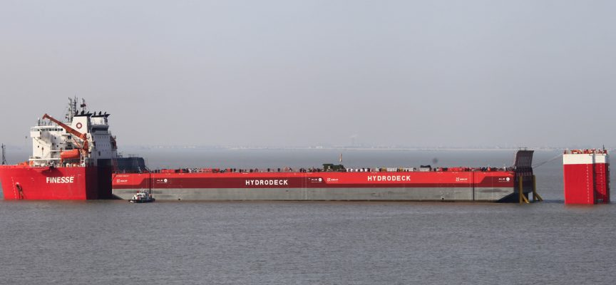 Hydro Deck offloads Ichthys modules