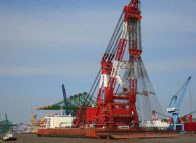 Crane sets lifting record